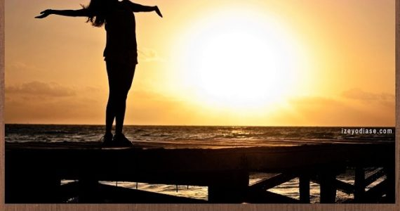9 Quotes on How To Live a Happy Life - Izey Victoria Odiase